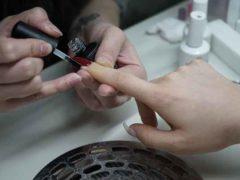 Dlaczego warto wykonywać manicure w profesjonalnym salonie?