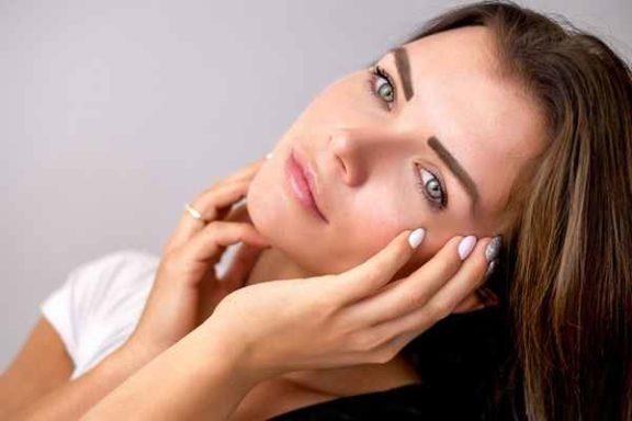Kwas hialuronowy w kosmetykach - zalety i właściwości